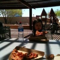 Das Foto wurde bei Whole Foods Roof Patio von Rhi P. am 3/23/2012 aufgenommen
