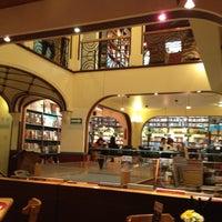 Photo taken at Cafebrería El Péndulo by Gabriel on 4/13/2012