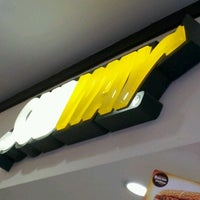 Foto tirada no(a) Subway por Ademir R. em 3/23/2012