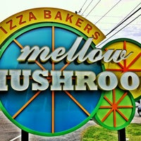 Photo taken at Mellow Mushroom by Joseph W. on 8/30/2012