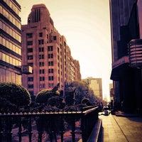Das Foto wurde bei Corredor Peatonal Madero von Arturinho C. am 4/20/2012 aufgenommen