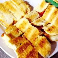Photo taken at ขนมปังเจ้าอร่อยเด็ดเยาวราช by Chinna K. on 7/22/2012