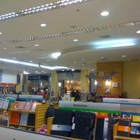 Foto tirada no(a) Saraiva MegaStore por Thiago H. em 3/28/2012