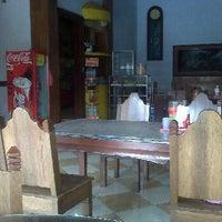 Photo taken at Warung Bu Maksum by Iwan M. on 3/8/2012