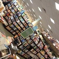 Foto tomada en Barnes & Noble por Chuy el 5/6/2012