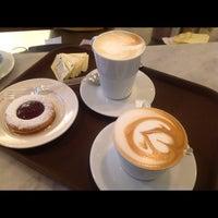 Снимок сделан в Caffe Lavazza пользователем Built F. 5/24/2012