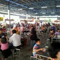 Photo taken at เฮียเล็กต้มเลือดหมู by Narong W. on 4/15/2012