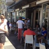 Foto tirada no(a) Pizzeria Delfina por Ralph em 7/21/2012