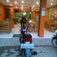 Photo taken at Ayam Bakar Mas Mono by Ydded N. on 4/10/2012