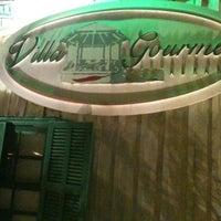 Photo taken at Villa Gourmet by Roberto N. on 9/4/2012
