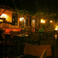 6/19/2012 tarihinde Özhanziyaretçi tarafından Hideaway Bar & Cafe'de çekilen fotoğraf