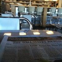 รูปภาพถ่ายที่ Uptown Kitchen & Bar โดย Kyle D. เมื่อ 4/3/2012