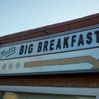 Photo taken at Matt's Big Breakfast by Felix G. on 8/4/2012