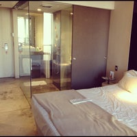 Foto tomada en Axel Hotel por Ananda D. el 4/2/2012