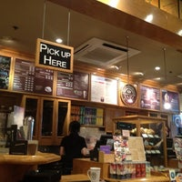 Photo taken at The Coffee Bean & Tea Leaf by Walter Y. on 2/12/2012