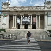 8/7/2012にLamia B.がGalleria Nazionale d'Arte Modernaで撮った写真