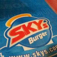 Foto tirada no(a) Sky's Burger por Thiago N. em 5/6/2012