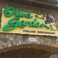 Photo taken at Olive Garden by Dee Z. on 6/25/2012