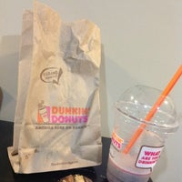 Photo taken at Dunkin' Donuts by Melina on 8/23/2012