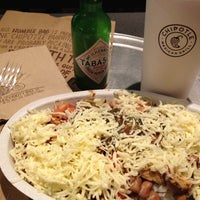 Photo taken at Chipotle Mexican Grill by EnriKe K. on 9/6/2012