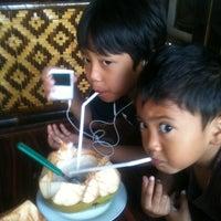 Photo taken at Saung Maranggi by Ganjar S. on 7/1/2012