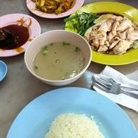 Photo taken at Rasa Sayang 海南鸡饭 by Ixaac L. on 3/24/2012