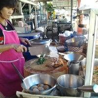 Photo taken at ข้าวขาหมู @ หมู่บ้านบัวทอง by Sorndate S. on 8/23/2012