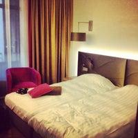Das Foto wurde bei Mercure Hotel Martiniplaza von Kaysha am 6/29/2012 aufgenommen