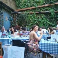 9/9/2012 tarihinde Andy S.ziyaretçi tarafından Megan's'de çekilen fotoğraf