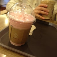 Photo taken at 탐앤탐스부산사상점 by seul gi on 4/15/2012