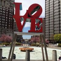 4/4/2012 tarihinde Jimmy C.ziyaretçi tarafından JFK Plaza / Love Park'de çekilen fotoğraf