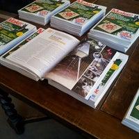 7/25/2012 tarihinde Danielle H.ziyaretçi tarafından Ada's Technical Books and Cafe'de çekilen fotoğraf