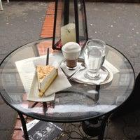 Das Foto wurde bei Cafe Coo Coo von Julia H. am 2/14/2012 aufgenommen