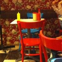Foto scattata a Al Mercato Ristorante & Burger Bar da Barbara T. il 7/7/2012