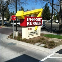 Photo taken at In-N-Out Burger by Daniel L. on 2/27/2012