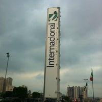 Photo taken at Internacional Shopping Guarulhos by Raphael I. on 4/1/2012