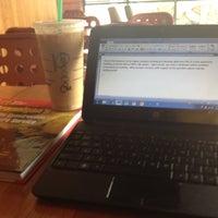 Foto scattata a Starbucks da Andrew H. il 8/23/2012