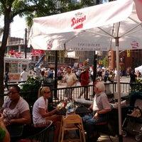 Foto tomada en The Hot House Restaurant & Bar por Bruce S. el 8/25/2012