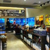 Foto tirada no(a) Starbucks por Andrea B. em 2/2/2012