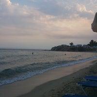 Photo taken at Kοχύλι Beach Bar by Doris D. on 8/9/2012
