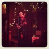 9/7/2012 tarihinde Devan L.ziyaretçi tarafından Blind Willie's'de çekilen fotoğraf