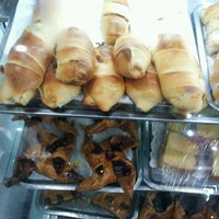 Photo taken at Panaderia y Pasteleria Alianza by Ricardo ElChino E. on 9/9/2012