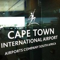 Foto tirada no(a) Aeroporto International da Cidade do Cabo (CPT) por Greg A. em 2/17/2012