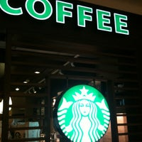 Photo taken at Starbucks by Rômulo S. on 4/22/2012