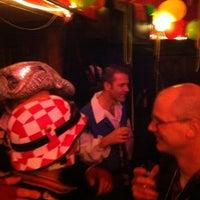 Photo prise au Bar Le Petit par Dick B. le2/18/2012