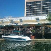 3/10/2012 tarihinde Hilary B.ziyaretçi tarafından Coconuts Bahama Grill'de çekilen fotoğraf
