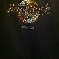 Photo taken at Hard Rock Cafe Venice by DoMiNOR on 4/1/2012