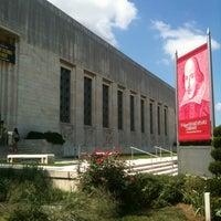 8/18/2012 tarihinde Lauren S.ziyaretçi tarafından Folger Shakespeare Library'de çekilen fotoğraf