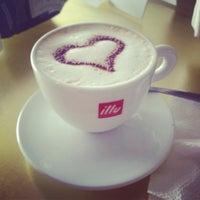 Foto tomada en Café Km 118 por Itzzyy M. el 6/27/2012