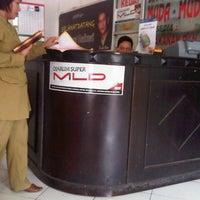 Photo taken at Café Muda-Mudi by Qurniawan S. on 8/1/2012